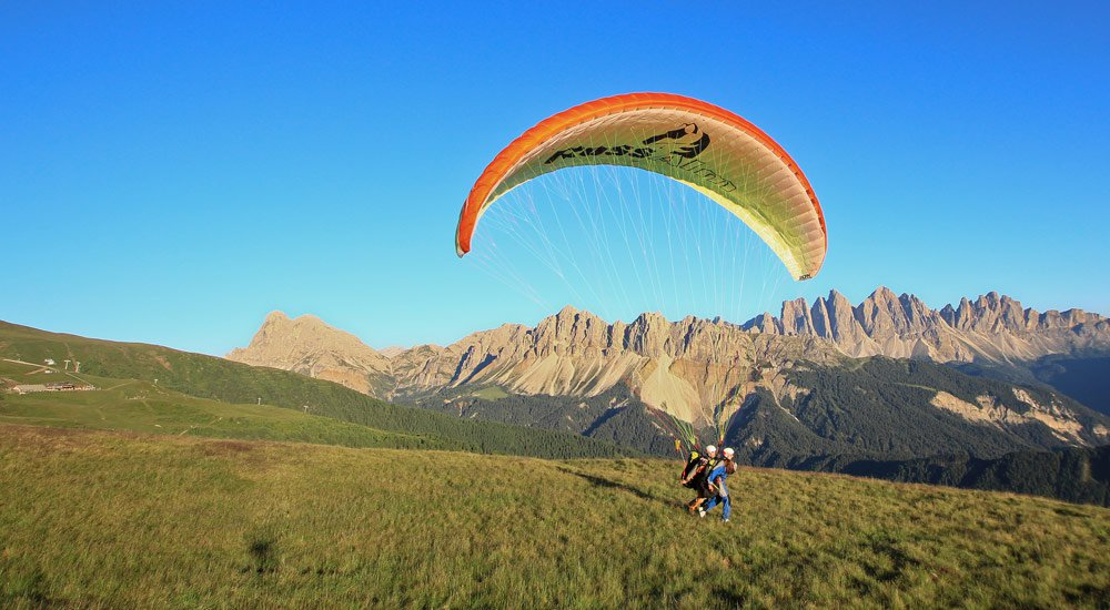 Tandem paragliding: briefing and take-off phase