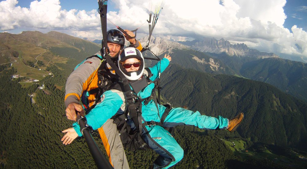 Paragliding tandem flight: South Tyrol from a bird's-eye view
